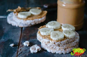Peanut butter and rice cakes